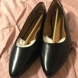 Clark's black heeled flats
